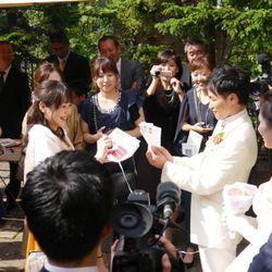挙式後ガーデンセレモニーの写真 4枚目