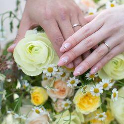 指輪やブーケ、ネイルの写真 2枚目