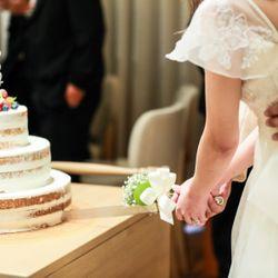 ケーキ入刀、ファーストバイトの写真 2枚目