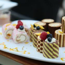 【国内パーティー】装花、ウエディングケーキの写真 2枚目