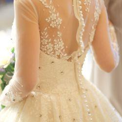 ウェディングドレスの写真 10枚目