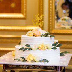会場 装花 ケーキの写真 1枚目