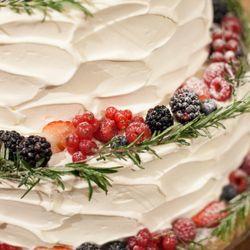サングリア作り、デザートビュッフェ、ウエディングケーキの写真 1枚目