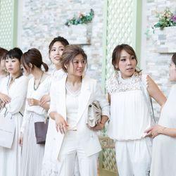 ゲストコーデ女性は白、男性は蝶ネクタイの写真 4枚目