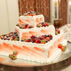 披露宴ウエディングケーキの写真 2枚目