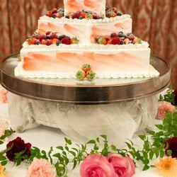 披露宴ウエディングケーキの写真 3枚目