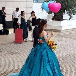天気が悪くバルーンを式中に飛ばせなかったが、披露宴後、天気大丈夫なので新郎新婦で飛ばしましたの写真 2枚目