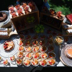 ウェディングケーキとデザートビュッフェの写真 1枚目