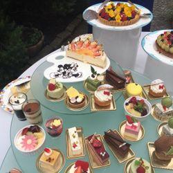 ケーキ、デザートビュッフェ、プチギフトの写真 6枚目