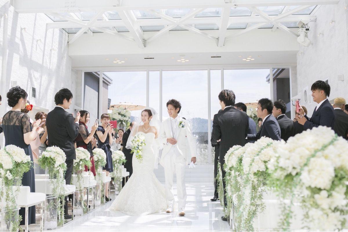 結婚式で使う「列席」と「参列」。知っておきたい意味と正しい使い分け ...