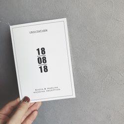 オリジナルデザインの招待状と席次表の写真 2枚目