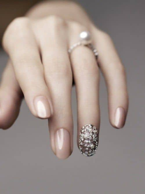 the-newest-wedding-trend-the-ring-finger-nails-decor-1-500x666