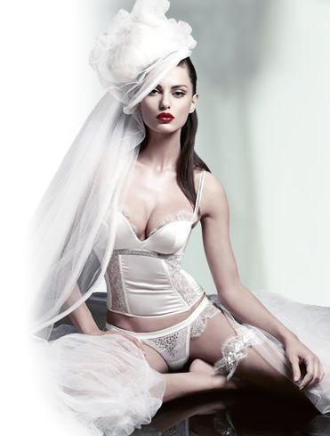 www.phoebecarlyle.com_img_bridalwear