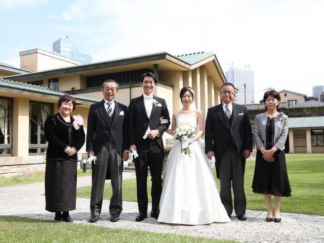 自由学園明日館での結婚式―家族写真