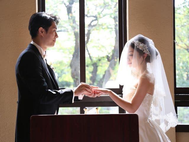 自由学園明日館での結婚式―指輪交換