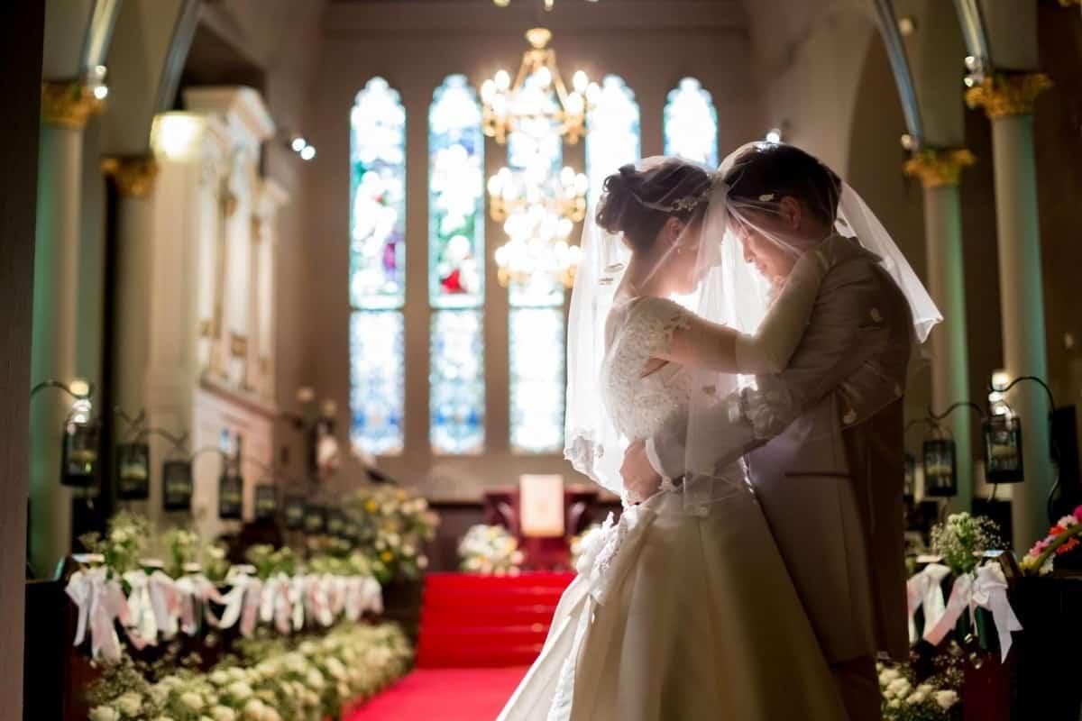 【決定版】本物の教会で結婚式を挙げたい!東京都内の定番教会7選のカバー写真