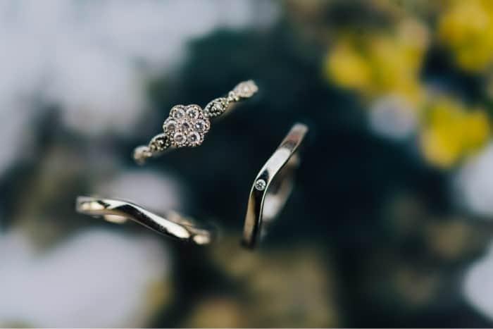 結婚指輪は個性的に♡一味ちがう脱王道ブランド5選のカバー写真 0.6671428571428571