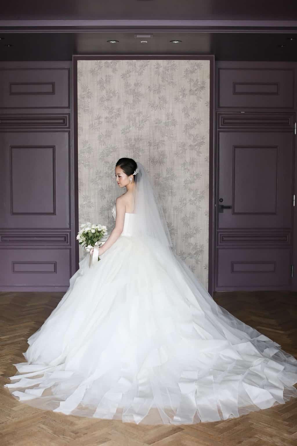 【大人花嫁に人気!】体型カバー&クラス感あふれるドレス30選のカバー写真