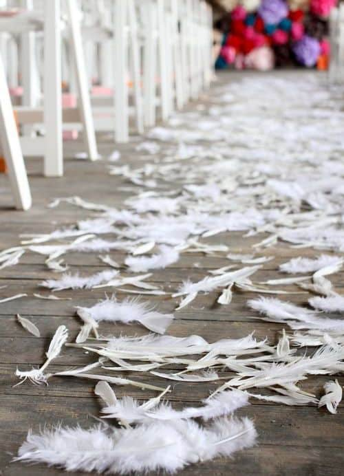 feather-inspired-wedding-aisle-runner-decor (1)
