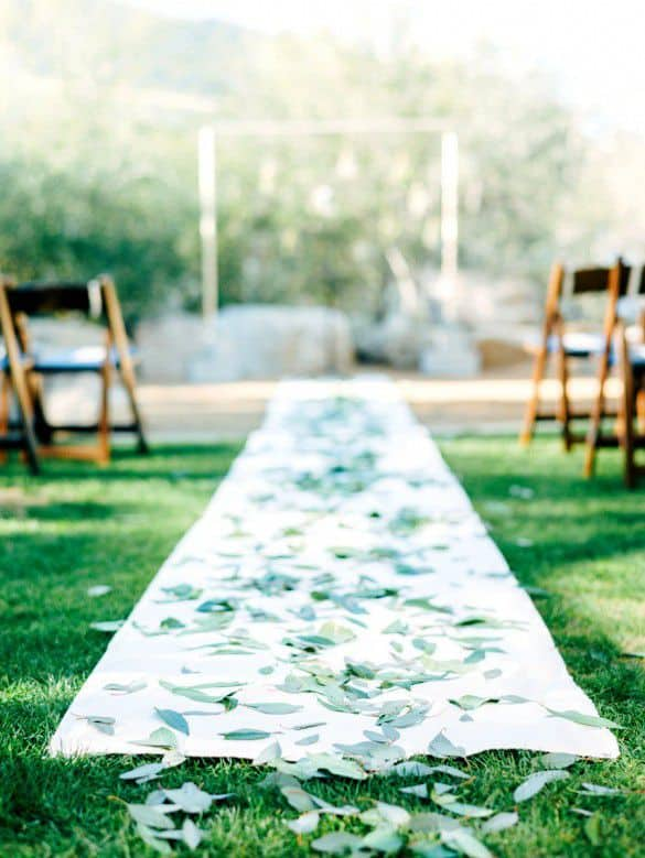 pretty-wedding-aisle-runner-with-leaves-decoration