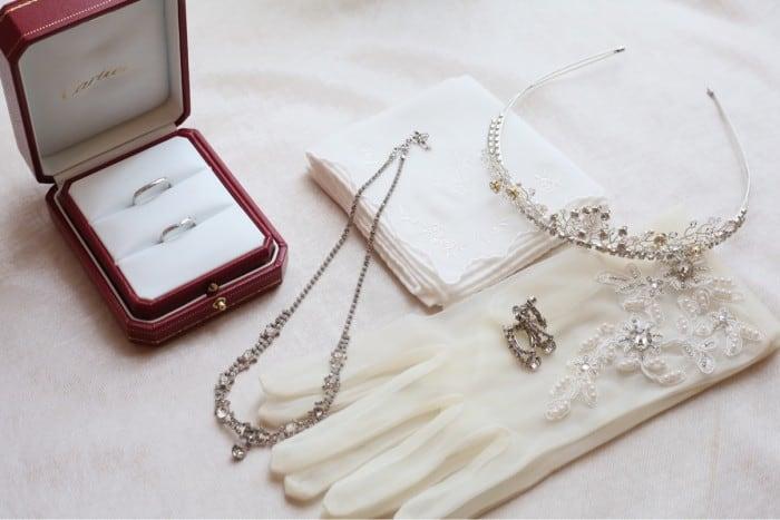 プロポーズのプレゼントにおすすめ!指輪なしならネックレスが定番な理由のカバー写真