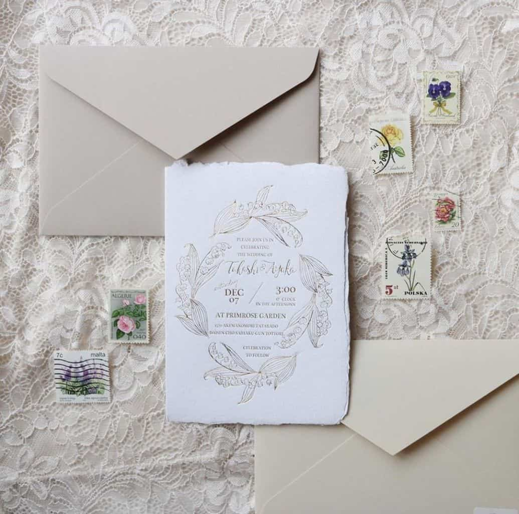 結婚式の招待状切手をワンランクアップさせるアイデア♡慶事用切手だけじゃない!のカバー写真 0.9893719806763285