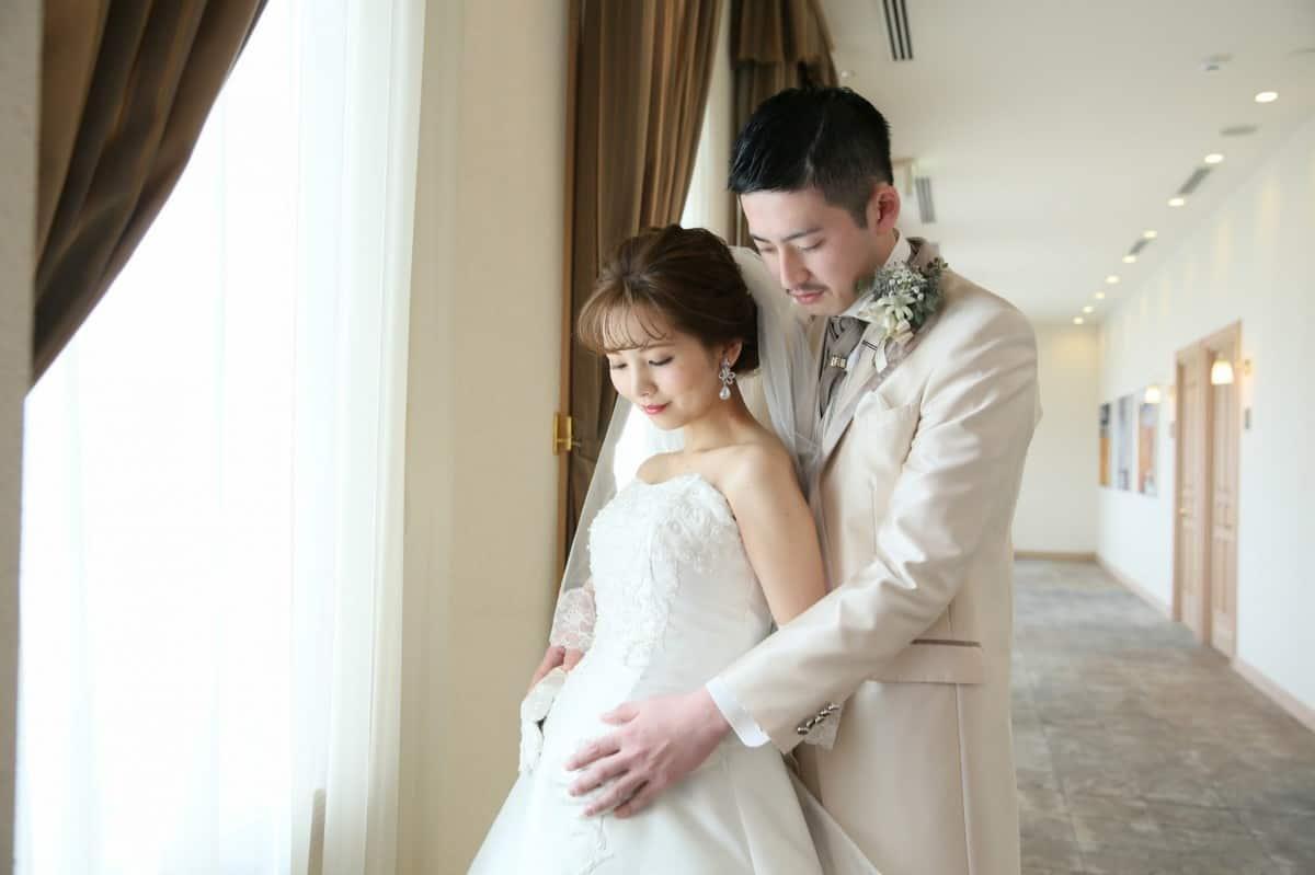 妊婦でも安心の結婚式を 可愛いウェディングドレス15選 結婚式