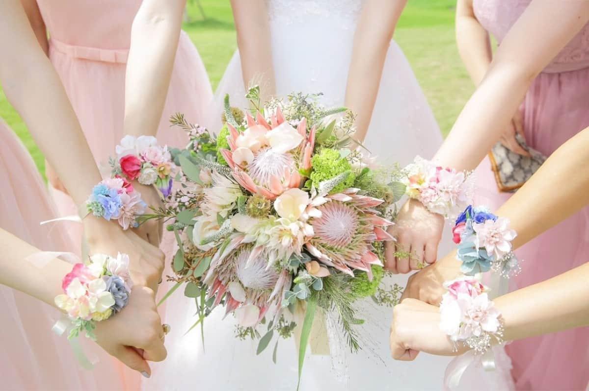 結婚式のお花選び♡人気のお花とテーブル装花のコーディネートアイデアをご紹介♩のカバー写真 0.665