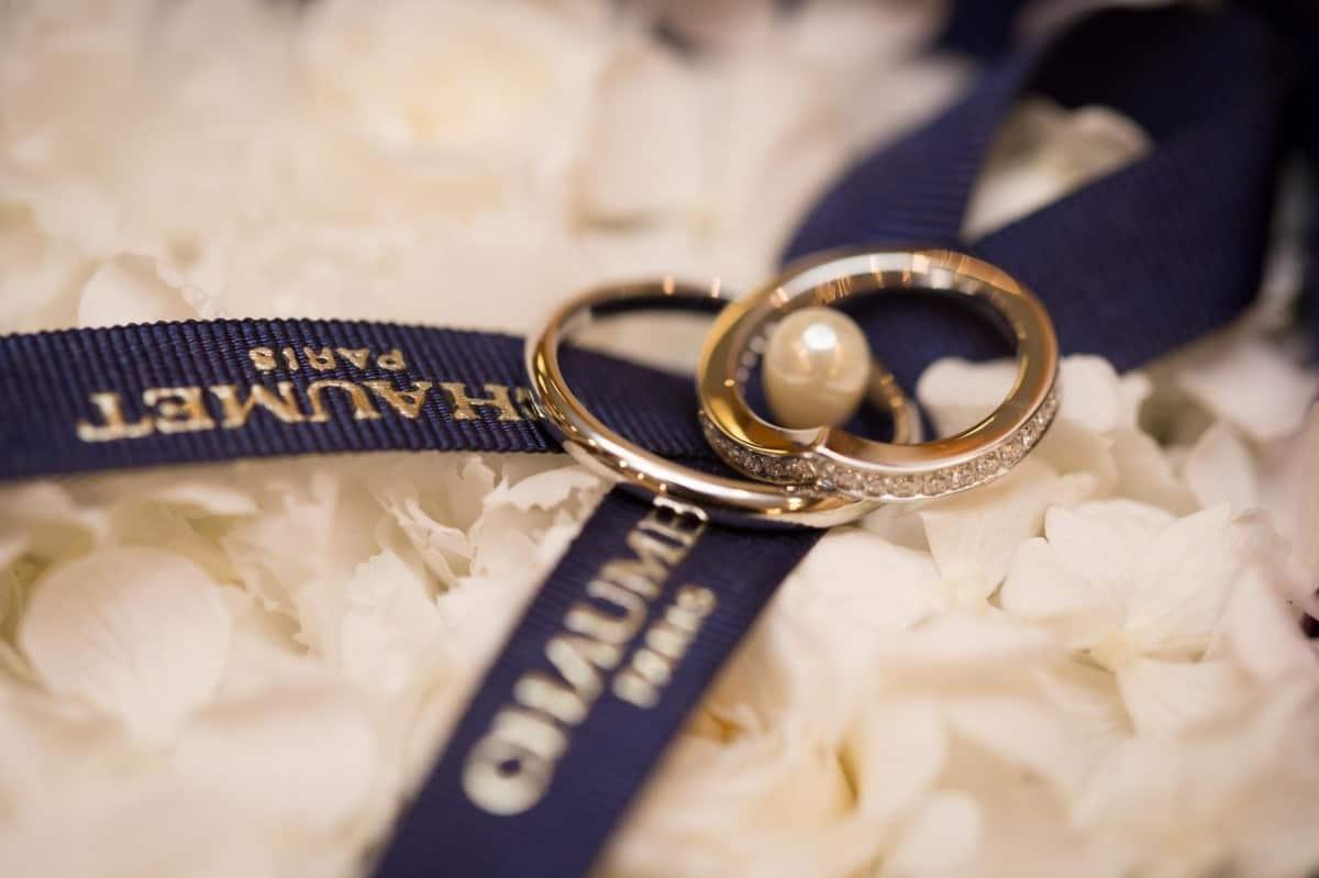 【永遠の愛と絆の証】CHAUMET(ショーメ)の結婚指輪は王室御用達の名門!のカバー写真