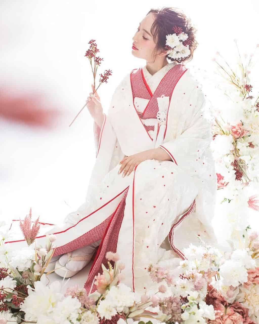 純白の白無垢をより素敵に♡参考にしたい和モダンな白無垢コーディネートのカバー写真 1.25