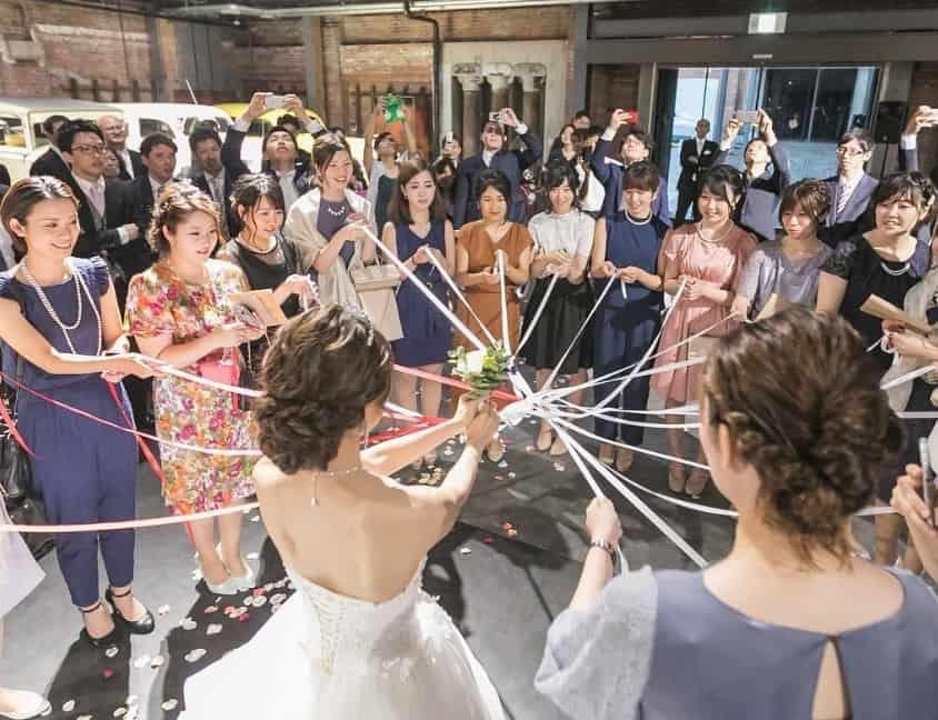 《結婚式演出》シングルハラスメントせずにゲストと盛り上がれるブーケトスのアイディア10選♡のカバー写真