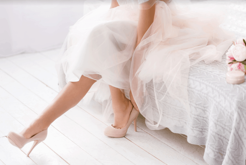 おしゃれな花嫁大注目!大人可愛いミモレ丈のウェディングドレス♡のカバー写真