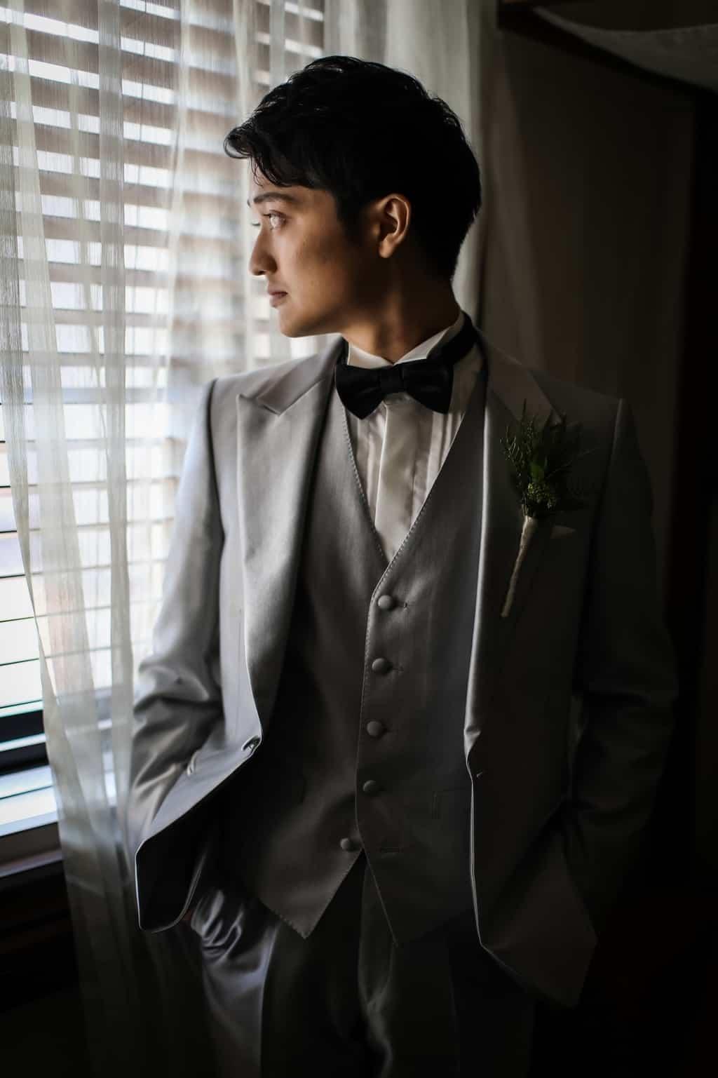 《結婚式新郎衣装》トレンド重視派?それとも正統派?参考にしたいタキシードコーディネート!のカバー写真 1.5009765625