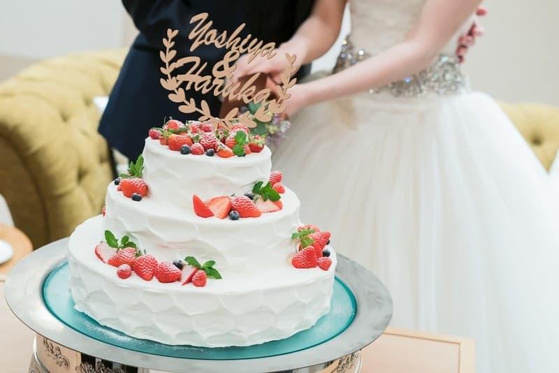 よりオシャレなウェディングケーキに♡ケーキトッパーの活用方法*のカバー写真