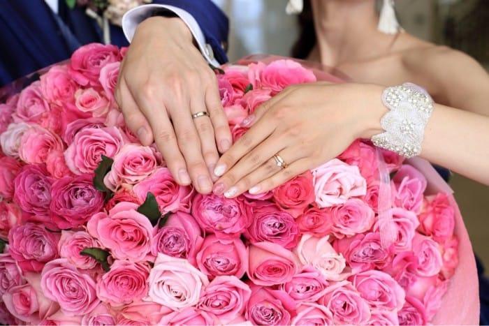 結婚指輪をつける指の意味とは?左手につけるべき?婚約指輪はどこにつけるのが正解?のカバー写真 0.6671428571428571