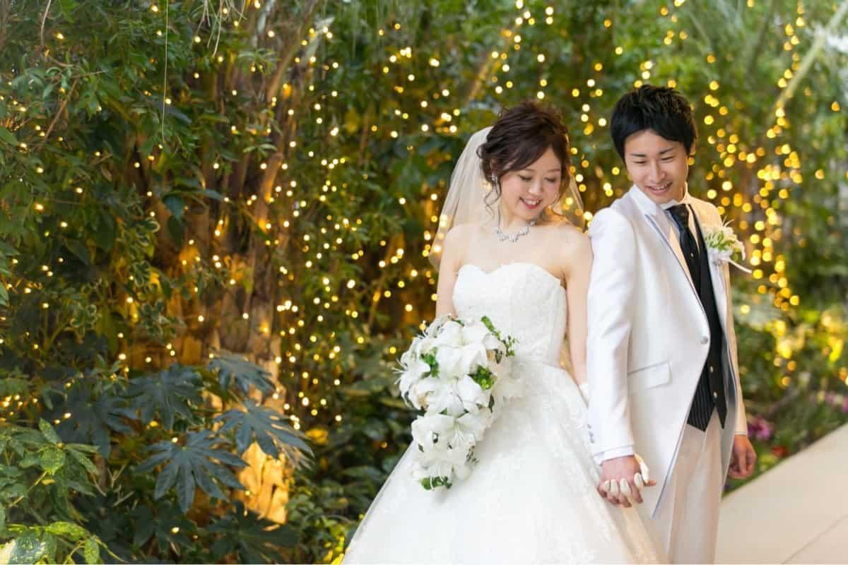 仏滅に結婚式を行っても大丈夫?仏滅結婚式のメリットデメリットのカバー写真