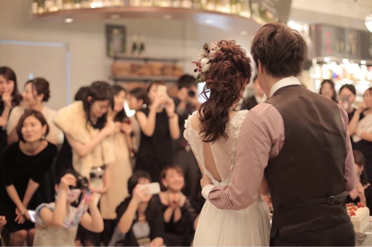 1.5次会だけじゃない!披露宴をせずに結婚パーティを行うときの4つの方法のカバー写真