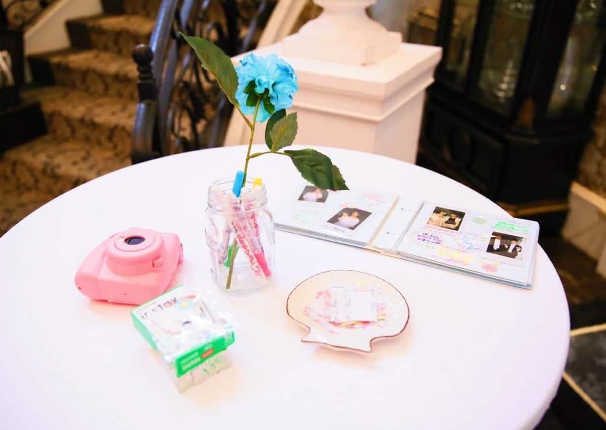 コルクボードから手作りフォトブースまで!結婚式二次会を盛り上げるチェキ活用術♡のカバー写真