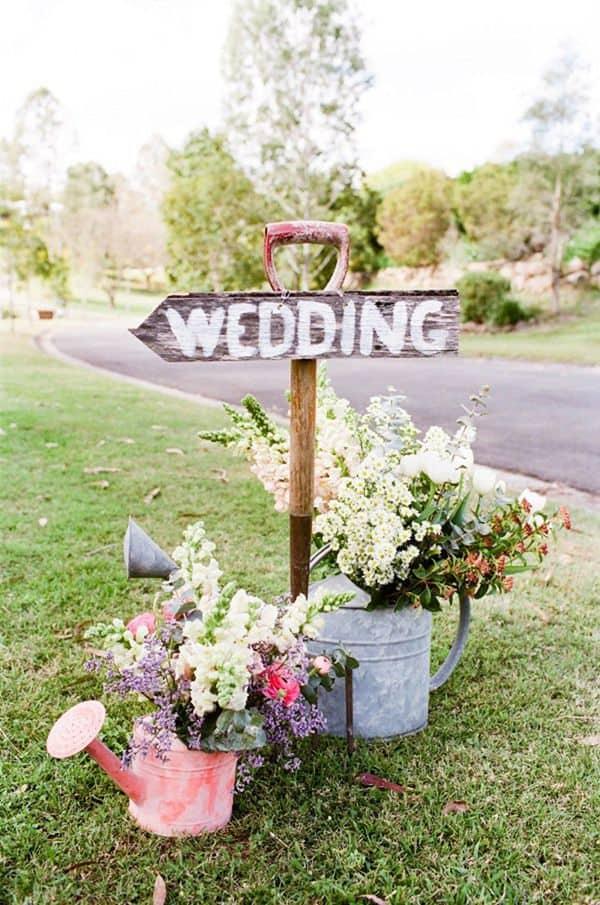 rustic-diy-spring-wedding-signs-of-watering-can-planters