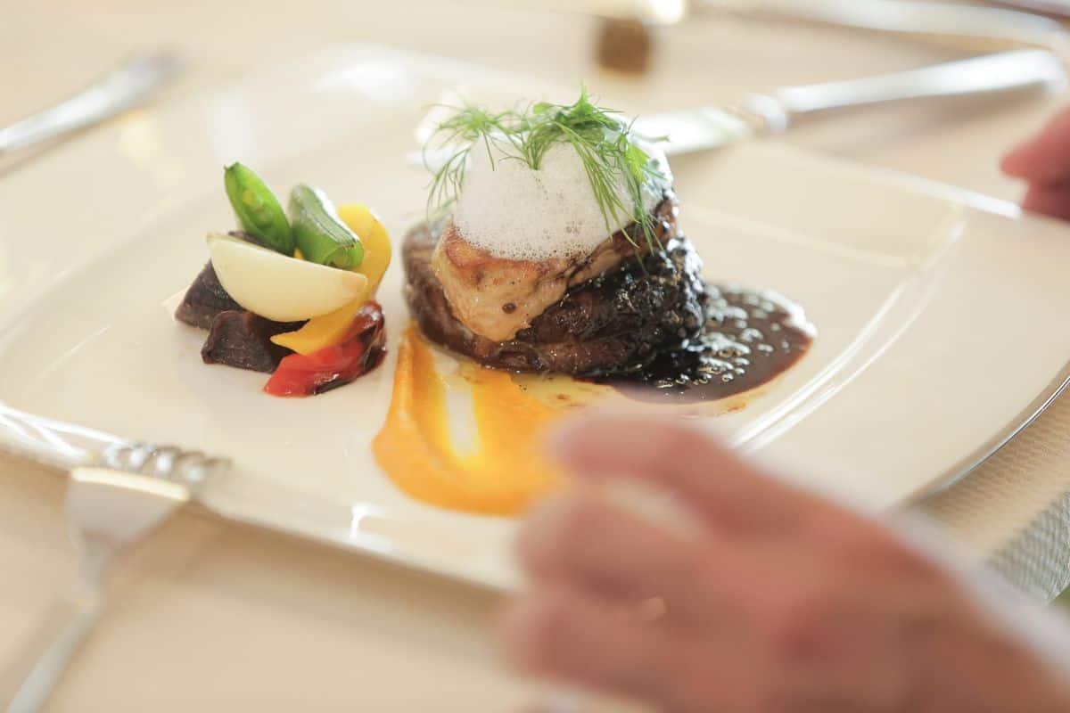 【大阪】リーズナブルで美味しい♪料理が高評価な会場9選のカバー写真 0.6666666666666666