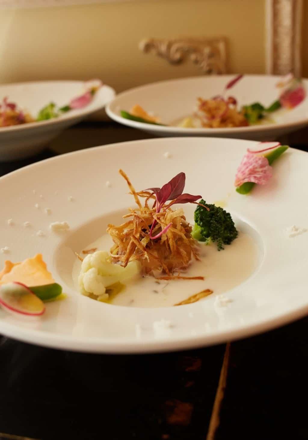 【東京】ゲストと味わう高級料理♡料理の評判が高い会場10選のカバー写真 1.4287109375