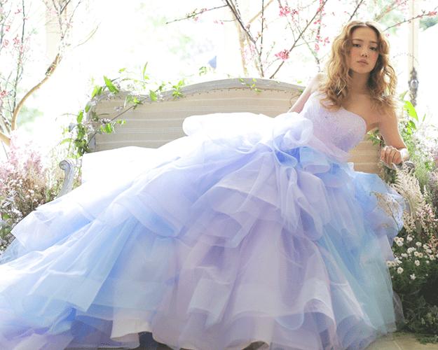《フィオーレ・ビアンカ》のカラードレス・カタログ**のカバー写真