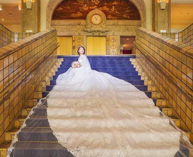 ロイヤルウェディング風♡インスタで発見!海外花嫁のロングトレーンドレス20選**のカバー写真 0.8099688473520249