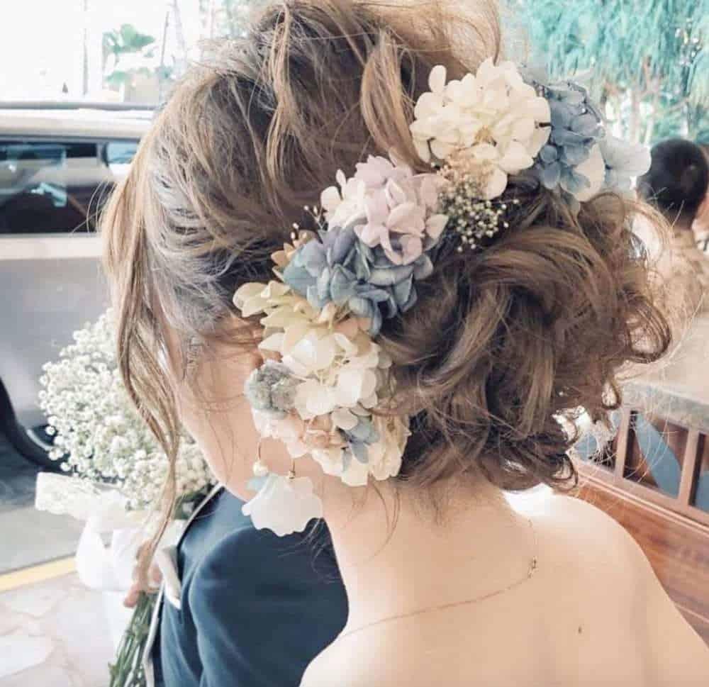 ウェディングドレスにぴったりの髪型30選♡『ゆるふわ』でおしゃれ花嫁にのカバー写真 0.969