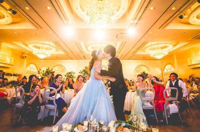 挙式と披露宴、何が違う?意味や役割から考える、結婚式のメリット大公開!のカバー写真 0.6610169491525424