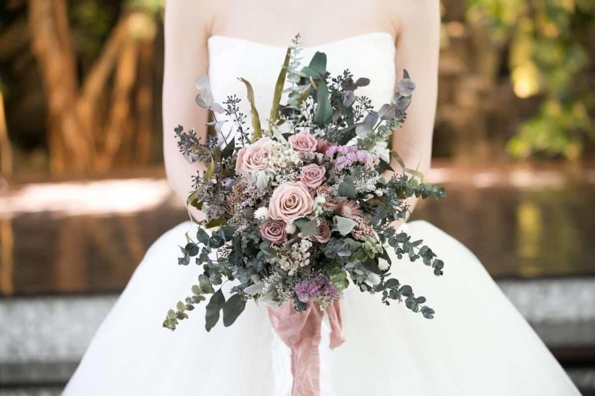 人気ウェディングブーケ完全マニュアル♡花嫁を引き立てる花束画像まとめのカバー写真
