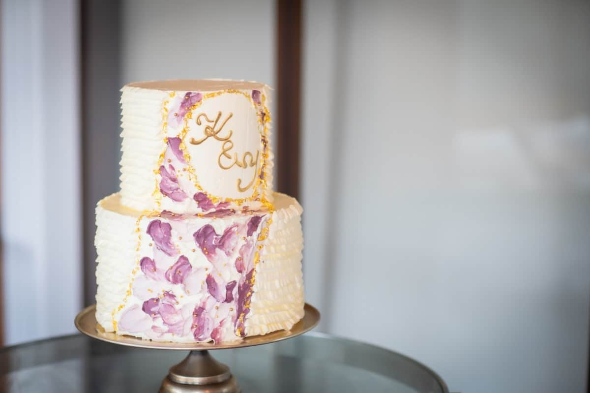 結婚式のウェディングケーキデザイン100選*コツを知っておしゃれにオーダーしよう♡のカバー写真 0.6658333333333334