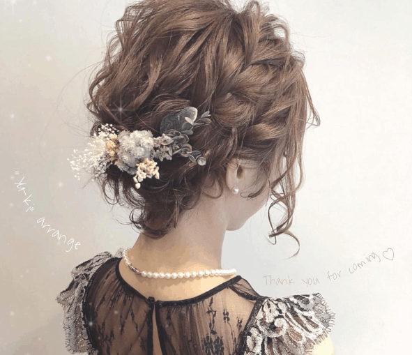 【ショート編】結婚式のお呼ばれアレンジ特集!簡単にキマる、人気の髪型2020のカバー写真 0.8612521150592216