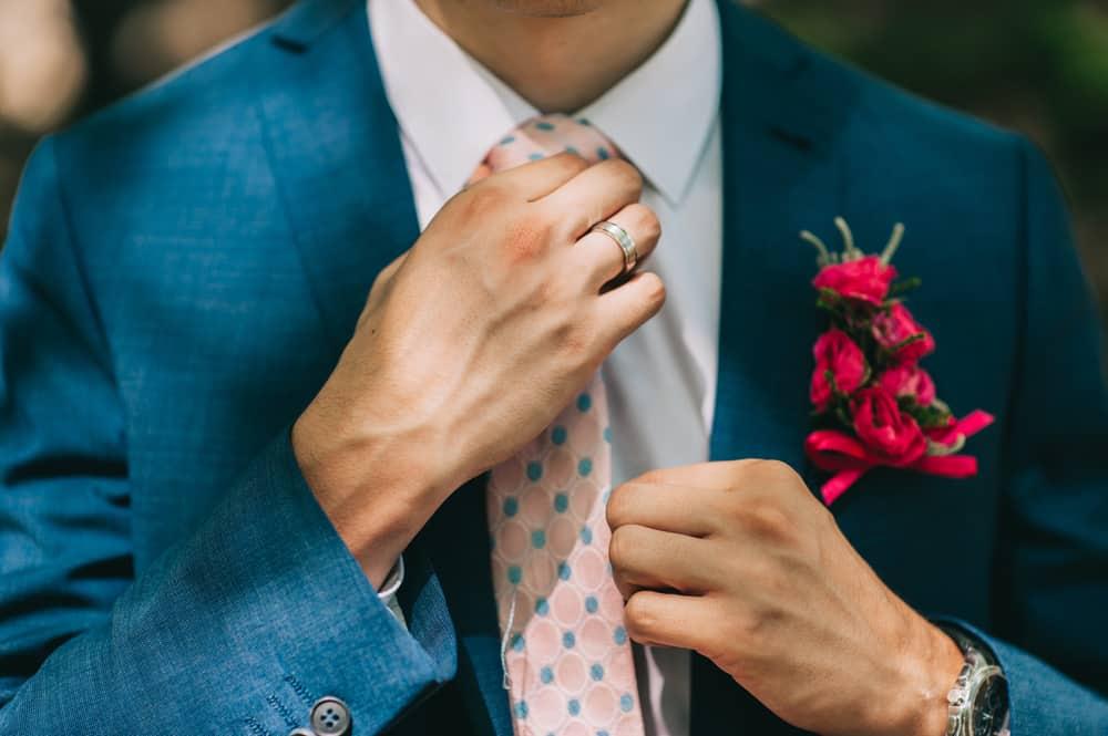 【ゲスト版】結婚式のネクタイマナー*失敗しない色×ふさわしい選び方は?のカバー写真
