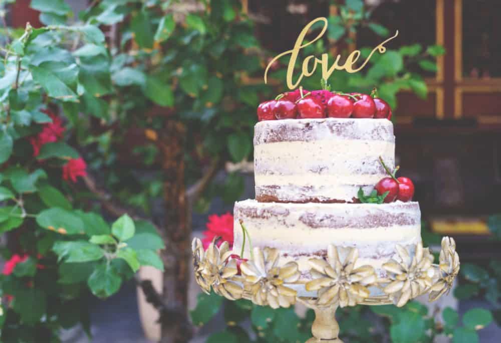 お洒落なウェディングケーキ*ネイキッドケーキのデザイン20選♡のカバー写真